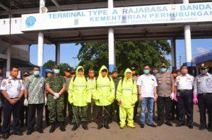 Unit Pelabuhan Tarahan Sebagai Koordinator Satuan Gugus Tugas BUMN Melakukan Upaya Pencegahan Covid-19 di Terminal Rajabasa, Bandar Lampung Provinsi Lampung