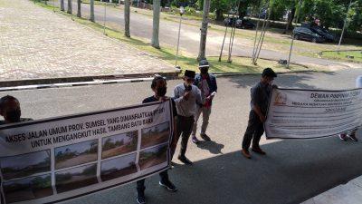 Kangkangi Keputusan Gubernur Sumsel, PT. BNY Angkut Hasil Batubara Gunakan Jalan Umum