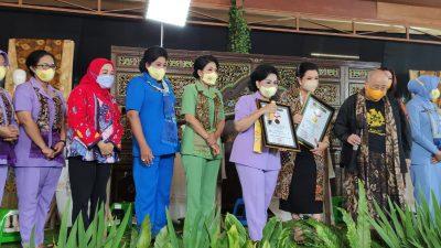 Peringati Hari Batik Nasional, Dharma Pertiwi Bawa Batik Mendunia